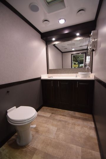 Single toilet