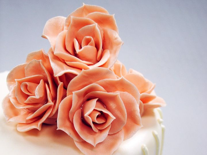 Tmx 1402953530099 Tot White Fondant Line And Dot Top Edge Design Pla Chicago wedding cake