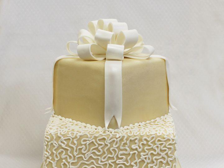 Tmx 1470857601085 2tot Ivory  White Fondant Bow  Scrolls Square Wedd Chicago wedding cake