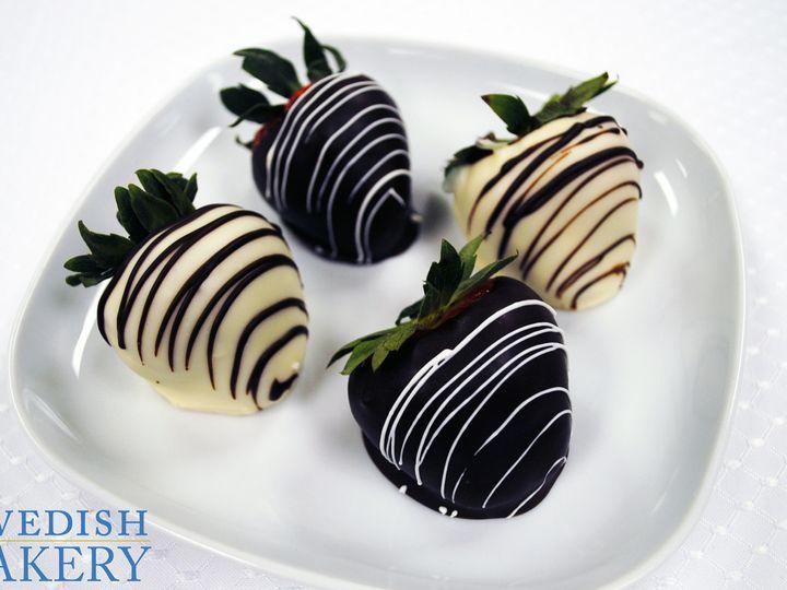 Tmx 1470932333024 Chocolate And White Chocolate Strawberries Group 5 Chicago wedding cake