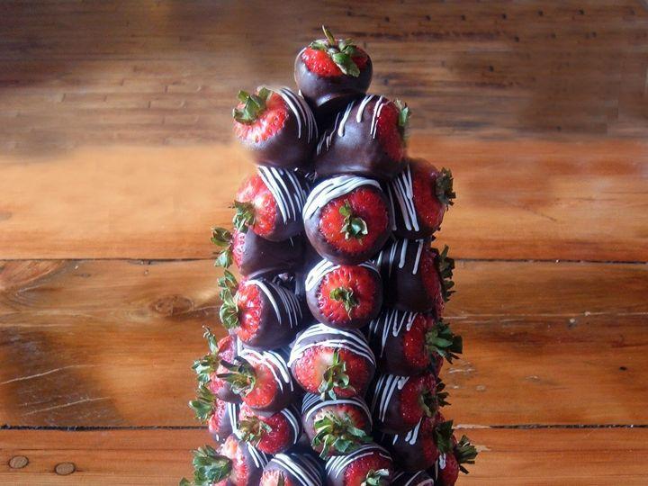 Tmx 1470935572900 Large Strawberry Tree Web Chicago wedding cake