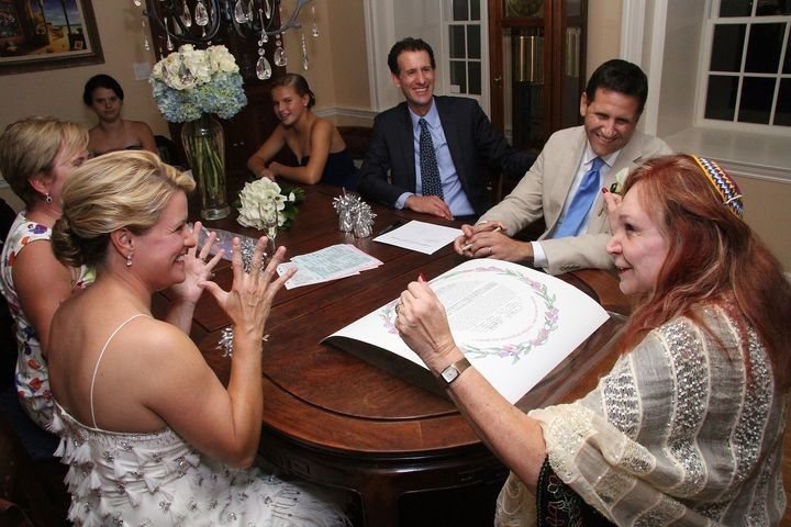 Signing of the marriage certificate