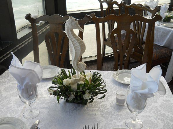 Seahorse Table arrangment with Beargrass & White Alstromeria