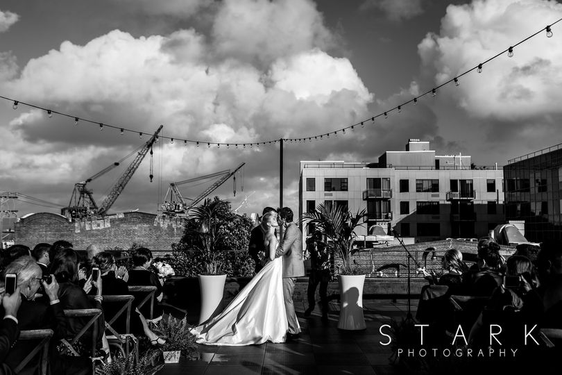 rooftop ceremony bw 200 paxtuttle weddingstark pho