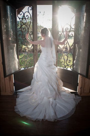 Bride greets the sun - Walstonphoto
