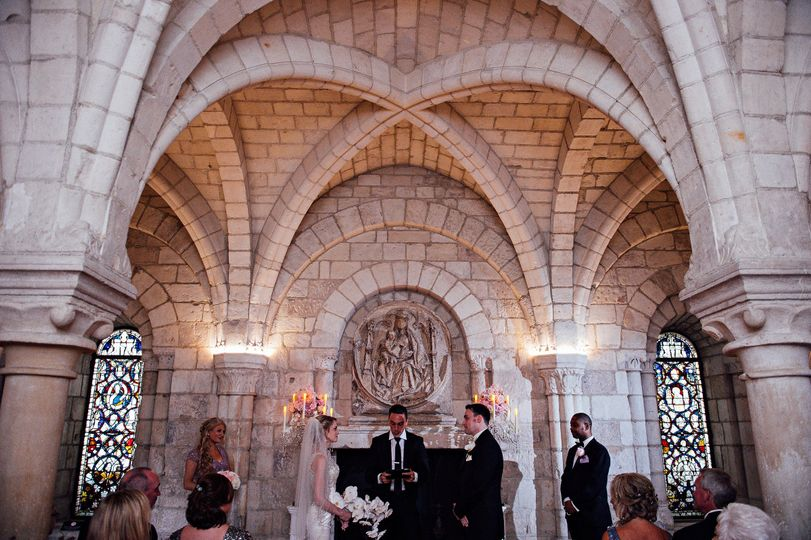 Romantic ceremony in the Chapter House by candlelight