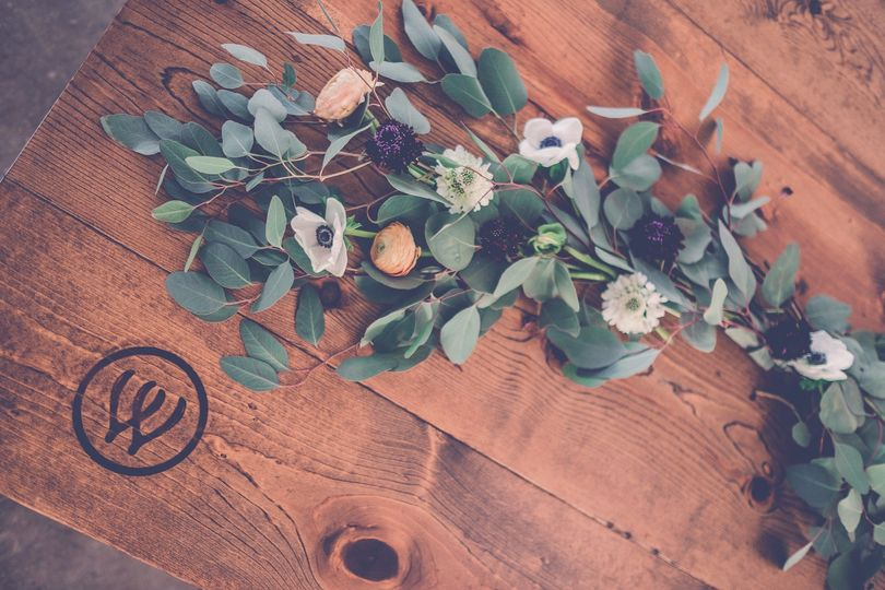 Garlands for the wood tables