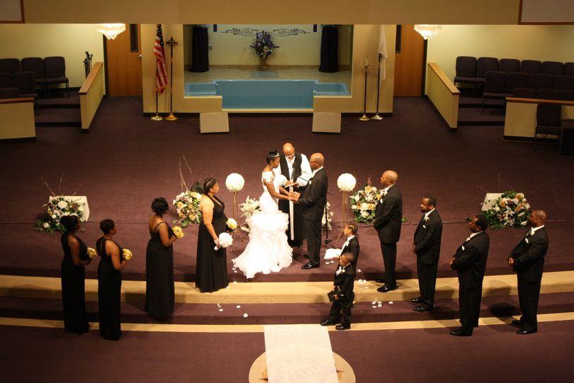 White, black and gold wedding, ceramony