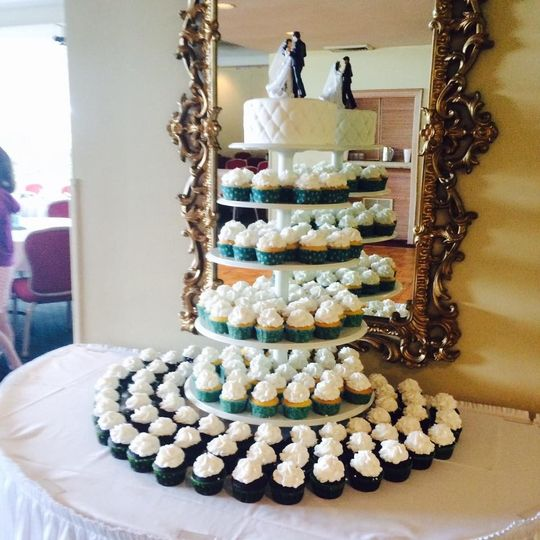 smallcakes tampa wedding cake tampa fl weddingwire. Black Bedroom Furniture Sets. Home Design Ideas