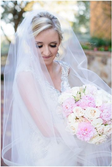 Bridal veil and bouquet