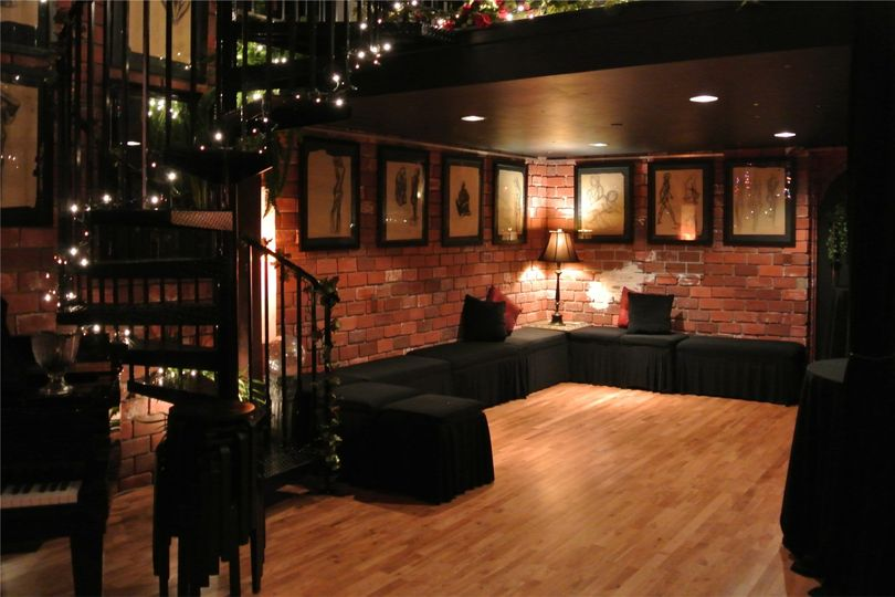 Under loft seating area