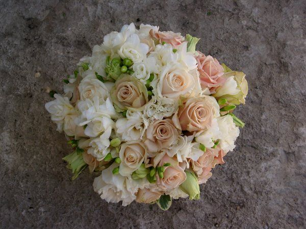 Peachy flower bouquet