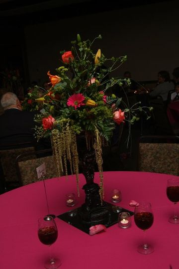 TABLE CENTERPICES, WE ALSO RENT LINENS