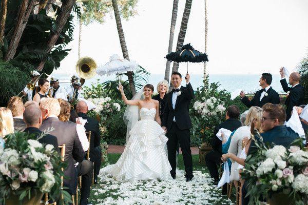 wedding ceremony with parasols 600x400