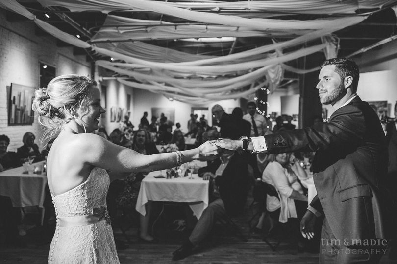 bride and groom dancing timandmadiephotography