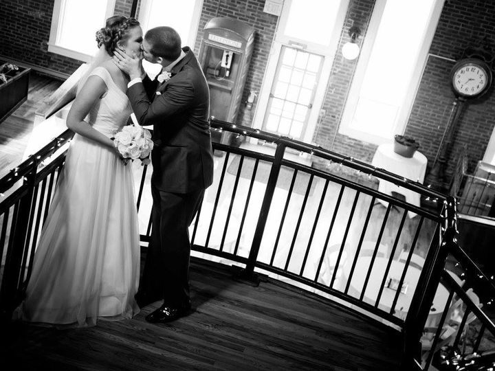 Tmx Kiss 51 34078 Lawrence, KS wedding venue