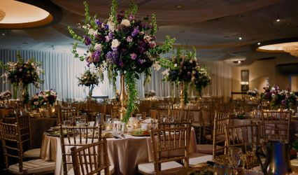 $4 GOLD Chiavari Chair Rentals