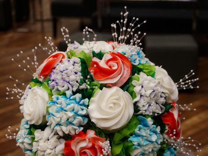 Tmx Cupcake Bouquet 51 1067078 158293093853695 Bloomington, MN wedding cake
