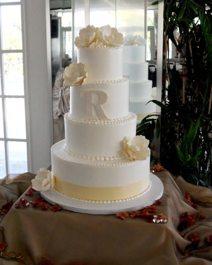 mikey 39 s cafe bakery co wedding cake tampa fl weddingwire. Black Bedroom Furniture Sets. Home Design Ideas