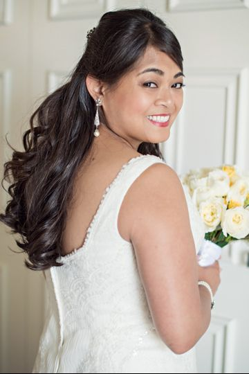 Soft curls for the bride