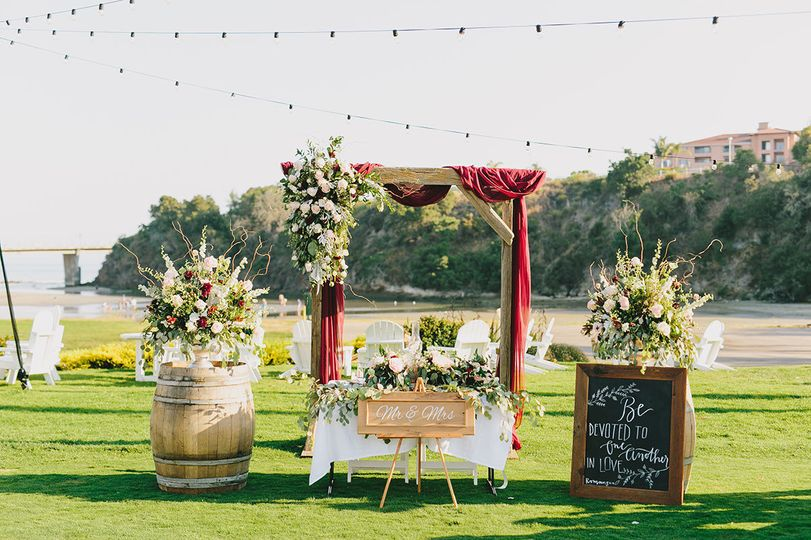 Talk about a sweetheart table!!