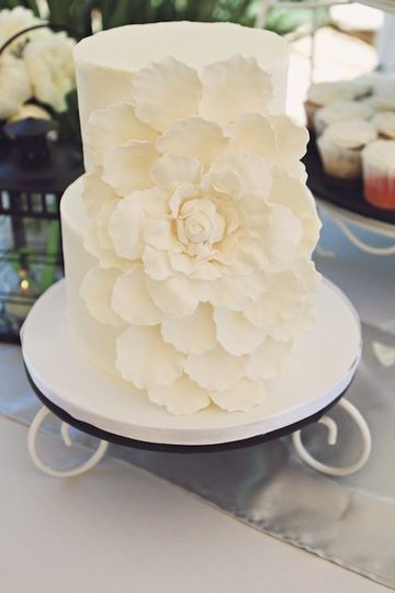 LargeFlowerWeddingCake