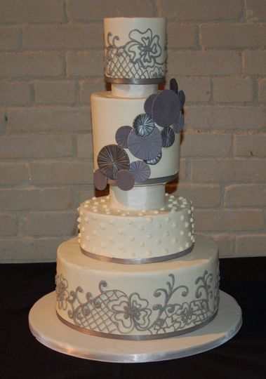 800x800 1358895638970 delicatewithbuttercreamfrostingweddingcake