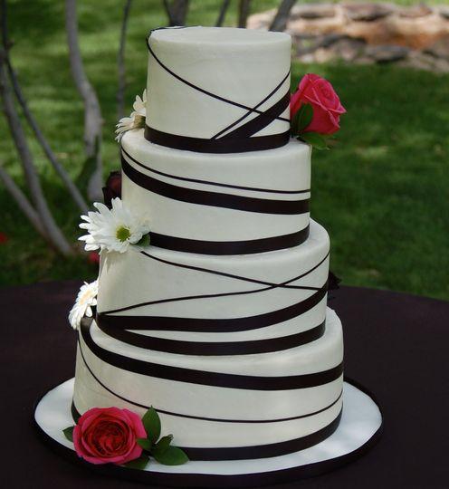 blackandwhiteweddingcake
