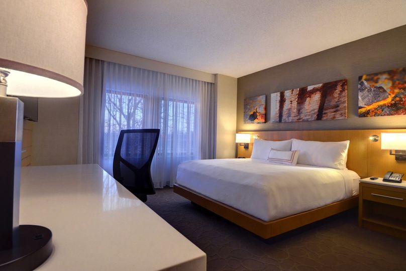 Delta Hotels by Marriott Chicago North Shore Suites