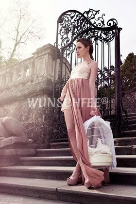 Bridal Shooting in Salzburg in the mood of springtime and romance  credit: R. Schmidt