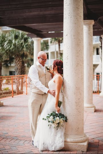 Newlyweds by the pillars