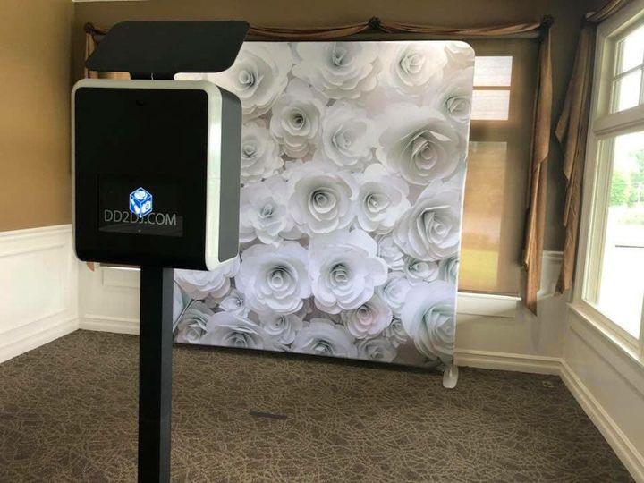 Tmx Modern Open Air Photo Booth For Wedding White Flower Background 51 360478 157651133843141 Garden City, MI wedding dj
