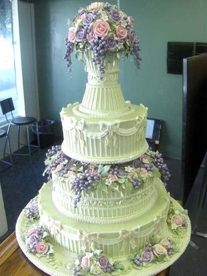 Intricate icing work done with perfection!