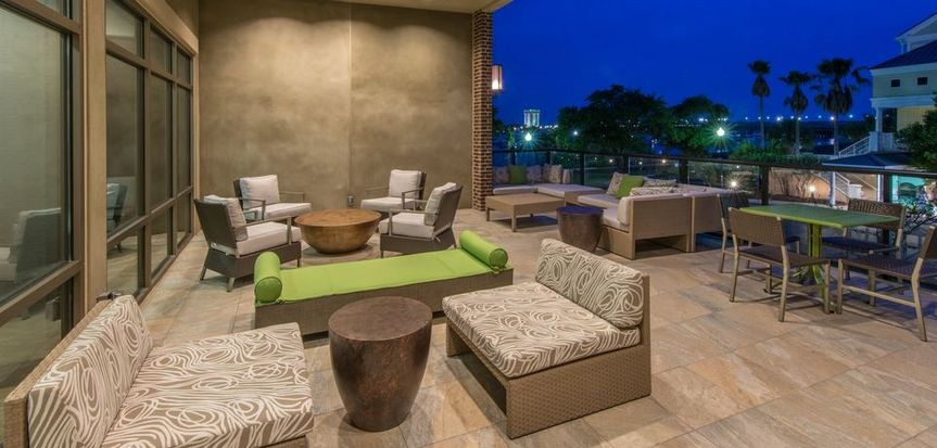 You and your guests can enjoy a tranquil evening on our outdoor patio off the Garden Grill & Bar...