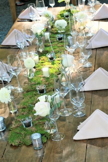 Vines as table runners