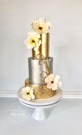 Elegant looking cake