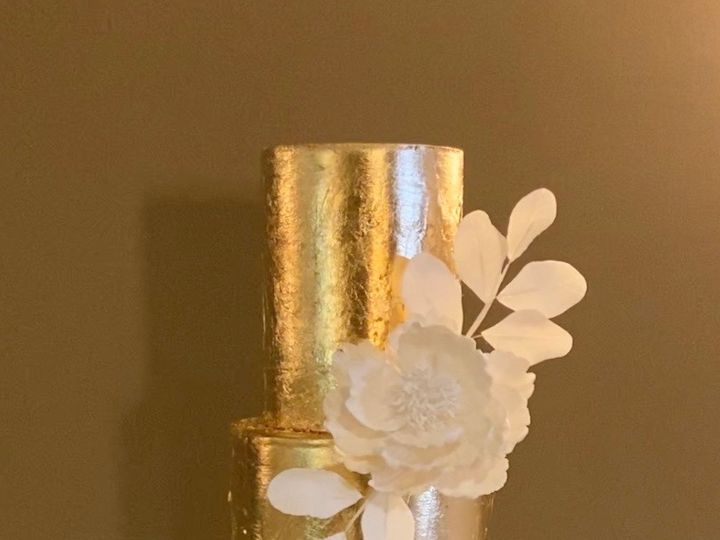 Tmx Gold Sequence White Flower 51 1004478 158070556154776 Suwanee, GA wedding cake