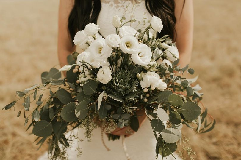 White bouquet, sans roses