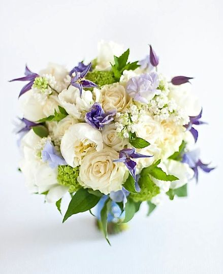 Bouquet with violets | Paige Hiller Photography