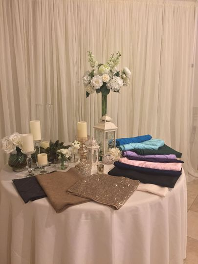 Table setup with white flower decors