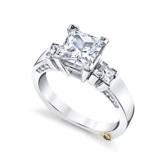 Alluring engagement ring