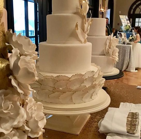 Multiple layered wedding cakle