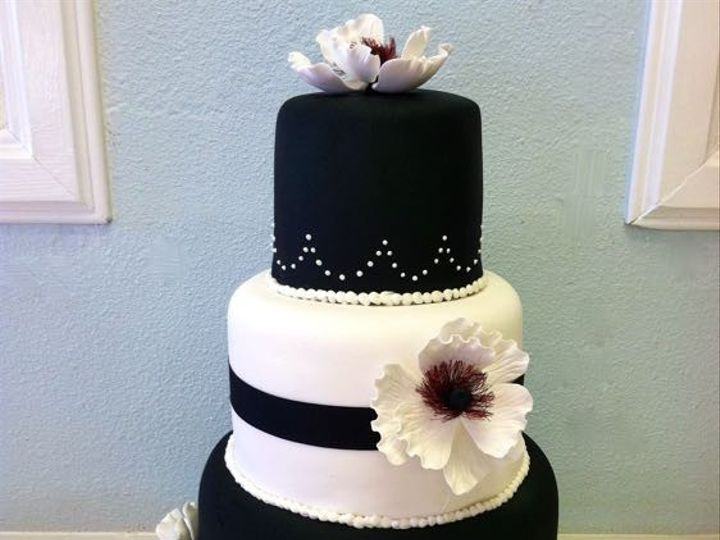 Tmx 1422479093834 Ss Black And White Fountain Valley wedding cake