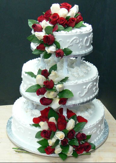 wedding cake with fresh roses 008 tif