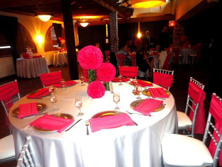 Hot pink table set-up