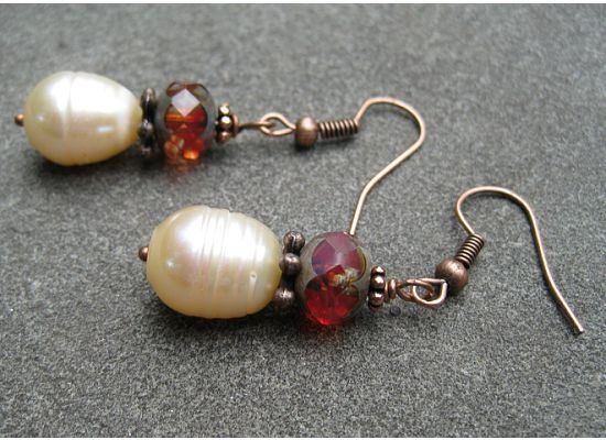 These simple earrings make wonderful presents for your bridesmaids and can be tailored to your color...