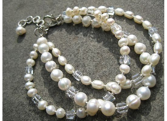 Can be made with any gem/pearl combination. And how cute would this be for a flower girl? Very.