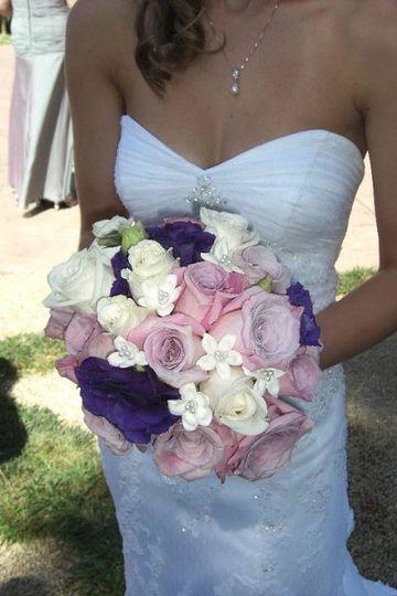 Roses, lisianthus, stephanotis