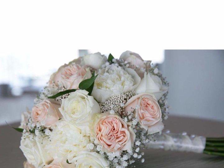 Tmx 1533946415 13945a80adb5c57b 1533946414 806e6a423cd79d94 1533946388217 17 22B393A5 00F5 4E5 Braintree, Massachusetts wedding florist