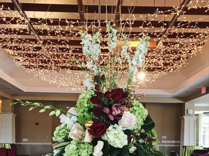 Tmx 1536778076 Db0310a421d2d55c 1536778074 Bbe9a6b2f813a95e 1536778072482 5 800x800 1533946775 Braintree, Massachusetts wedding florist